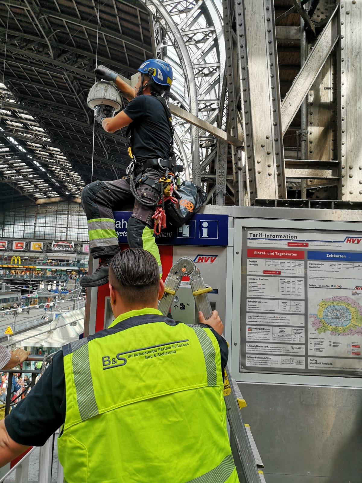 Hauptbahnhof Überwachung Kamera Installation